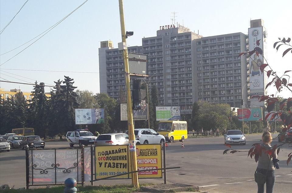 В Ужгороді позашляховик, раптово пригальмувавши, спричинив ДТП (ФОТО), фото-4