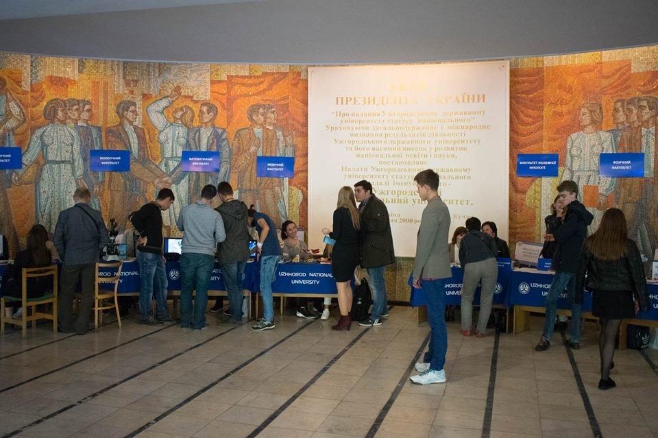 600 майбутніх випускників шкіл завітали на День відкритих дверей до УжНУ (ФОТО), фото-6