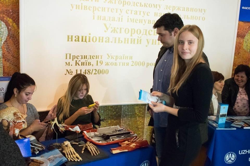 600 майбутніх випускників шкіл завітали на День відкритих дверей до УжНУ (ФОТО), фото-9