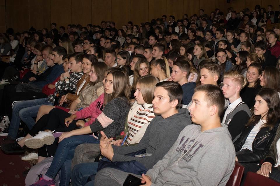 600 майбутніх випускників шкіл завітали на День відкритих дверей до УжНУ (ФОТО), фото-4
