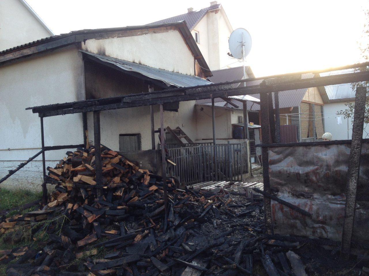 На Іршавчині пожежники рятували будинок, літня кухня згоріла (ФОТО), фото-1