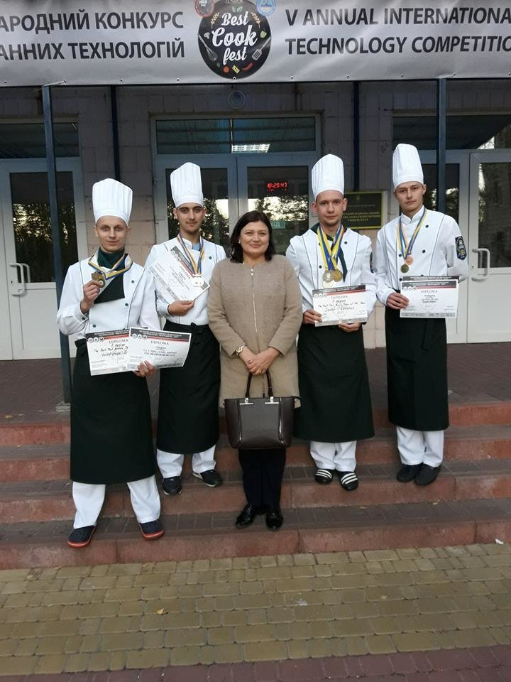 На Міжнародному чемпіонаті «BESTCOOKFEST-2018» ужгородські кулінари вибороли срібло (ФОТО), фото-1