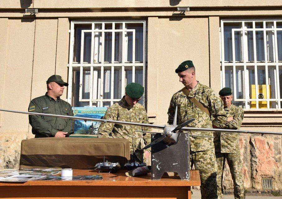 До Дня захисника в Ужгороді проходить виставка військової техніки та озброєння (ФОТО), фото-4
