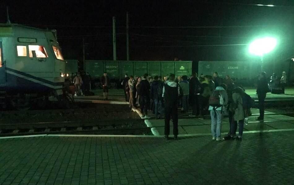На Львівщині пасажири заблокували потяг з Закарпаття (ФОТО), фото-2
