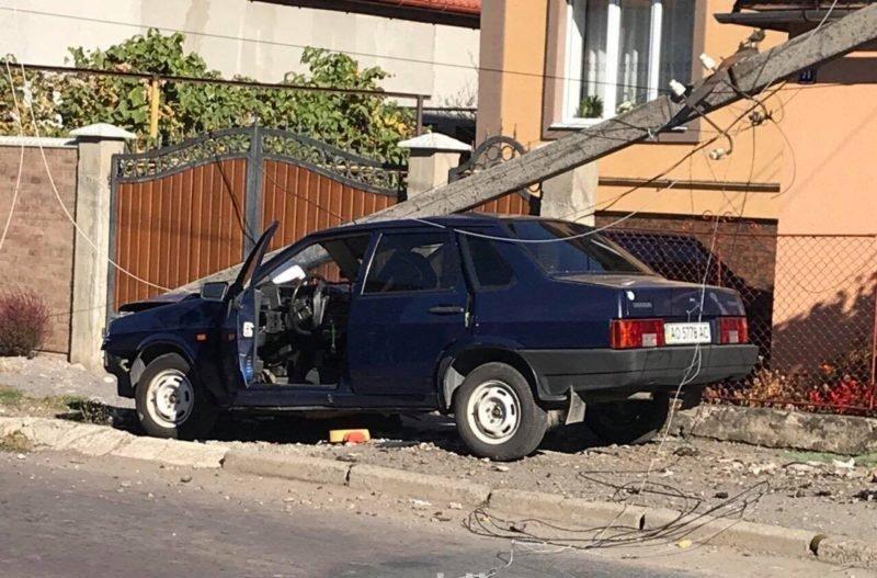 Електроопора впала на авто п'яного закарпатця (ВІДЕО, ФОТО), фото-1