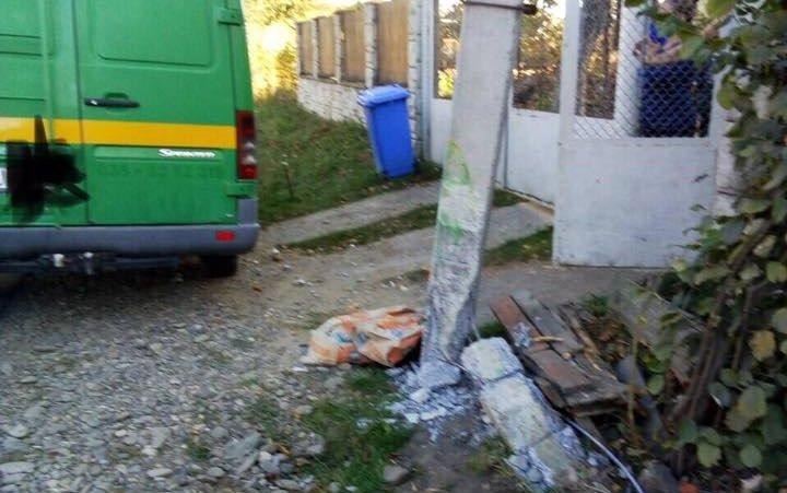 Моторошна ДТП на Закарпатті: Електроопора впала на пенсіонерку та убила її (ФОТО), фото-1