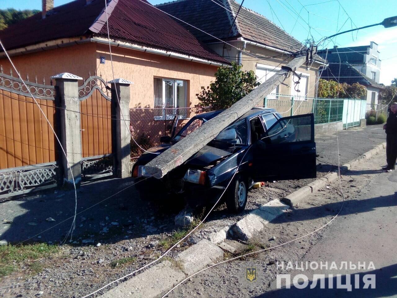 Закарпатська поліція взялася за водія, який п'яним зніс бетонну електроопору (ОФІЦІЙНО), фото-1