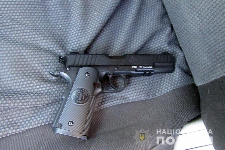 Закарпатець погрожував пістолетом мешканці Франківська (ФОТО), фото-1