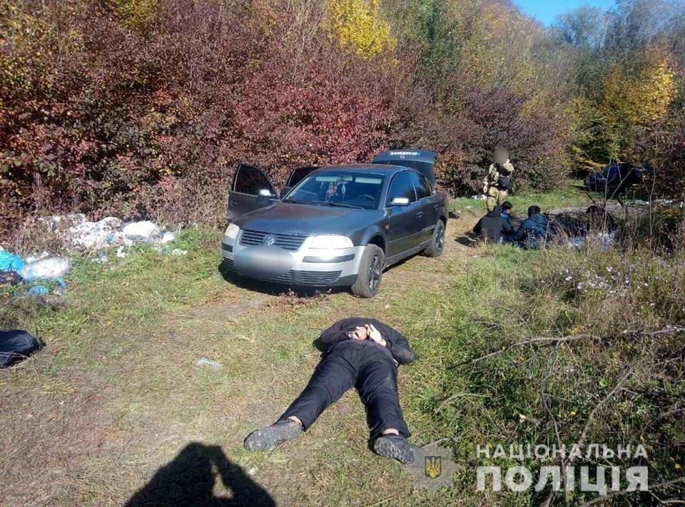 Закарпатська поліція затримала чергову групу нелегальних мігрантів, які тікали до Європи, фото-1