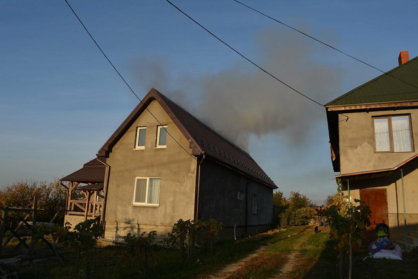 Ужгородські пожежники врятували приватний будинок від вогню (ФОТО), фото-3