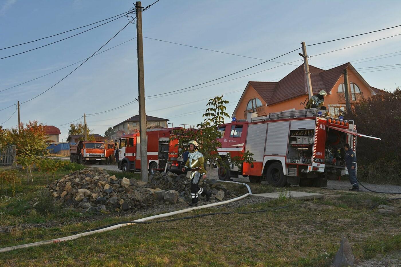 Ужгородські пожежники врятували приватний будинок від вогню (ФОТО), фото-5