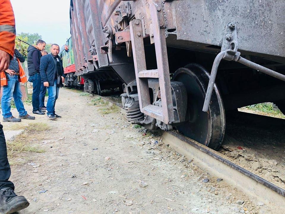На Радванці в Ужгороді з рейок зійшли товарні вагони, дивом не зачепивши житловий будинок (ФОТО, ВІДЕО), фото-10