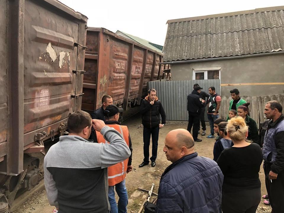 На Радванці в Ужгороді з рейок зійшли товарні вагони, дивом не зачепивши житловий будинок (ФОТО, ВІДЕО), фото-6