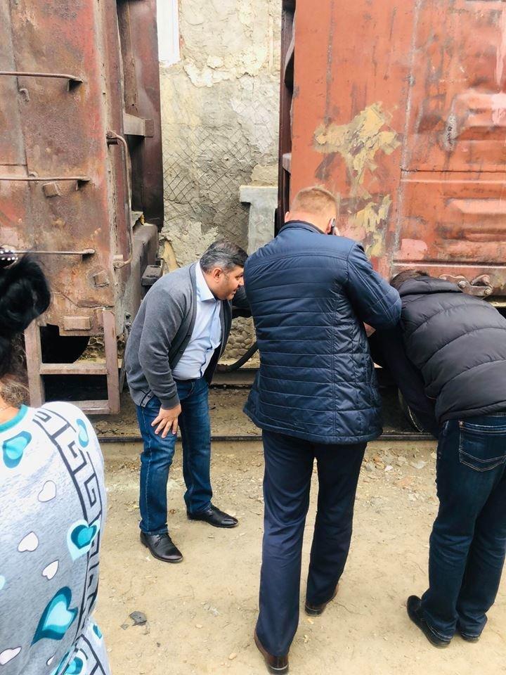 На Радванці в Ужгороді з рейок зійшли товарні вагони, дивом не зачепивши житловий будинок (ФОТО, ВІДЕО), фото-2