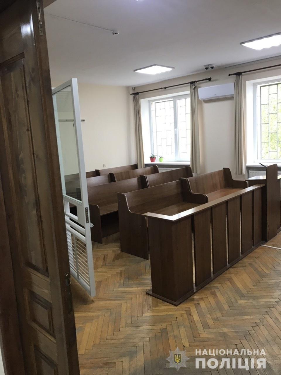 Замінування в ужгородському суді виявилось фейком: поліція розшукує зловмисника (ФОТО), фото-1