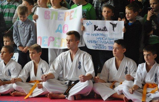 Закарпатець встановив рекорд України, ламаючи рукою дошки (ФОТО, ВІДЕО), фото-2