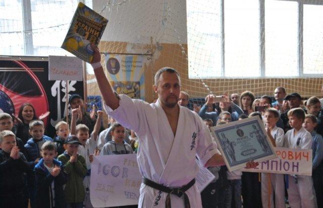 Закарпатець встановив рекорд України, ламаючи рукою дошки (ФОТО, ВІДЕО), фото-5