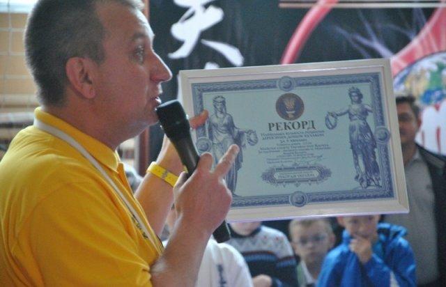Закарпатець встановив рекорд України, ламаючи рукою дошки (ФОТО, ВІДЕО), фото-1