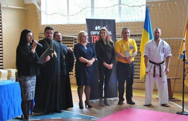 Закарпатець встановив рекорд України, ламаючи рукою дошки (ФОТО, ВІДЕО), фото-4