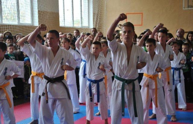 Закарпатець встановив рекорд України, ламаючи рукою дошки (ФОТО, ВІДЕО), фото-3