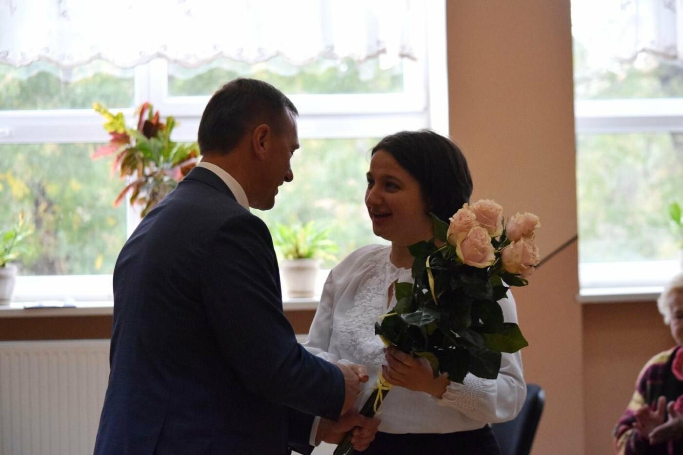 В Ужгороді офіційно представили нових директорів міських шкіл (ФОТО), фото-1
