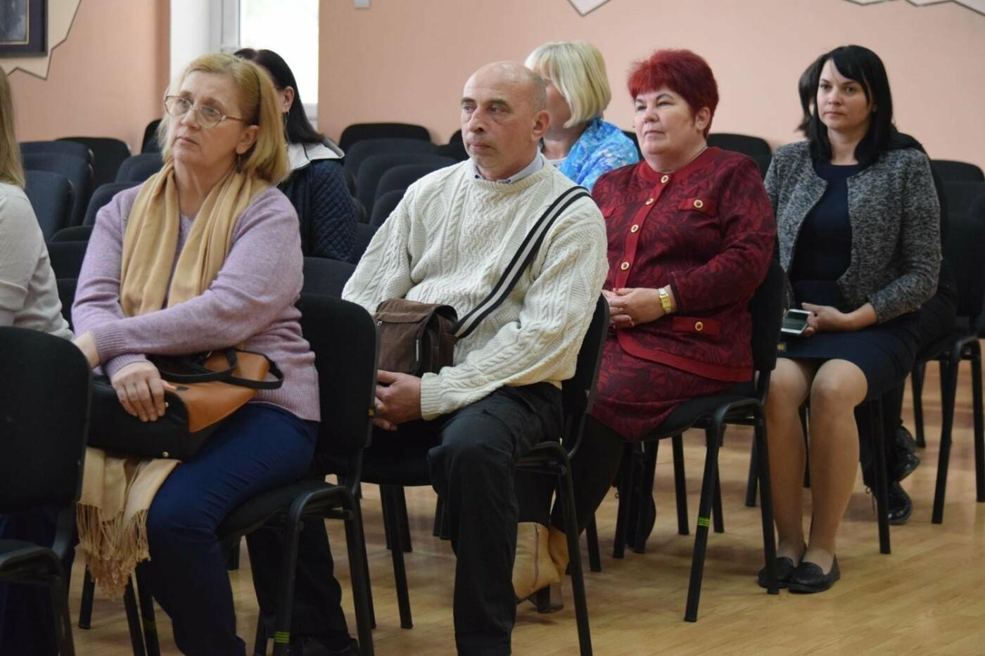 В Ужгороді офіційно представили нових директорів міських шкіл (ФОТО), фото-5