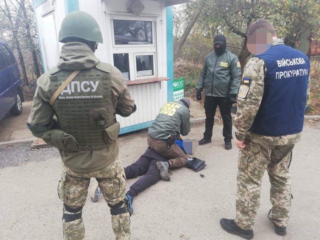 """На КПП """"Лужанка"""" українець запропонував прикордоннику 33,5 тисячі гривень хабара за переправу контрабанди (ВІДЕО), фото-2"""