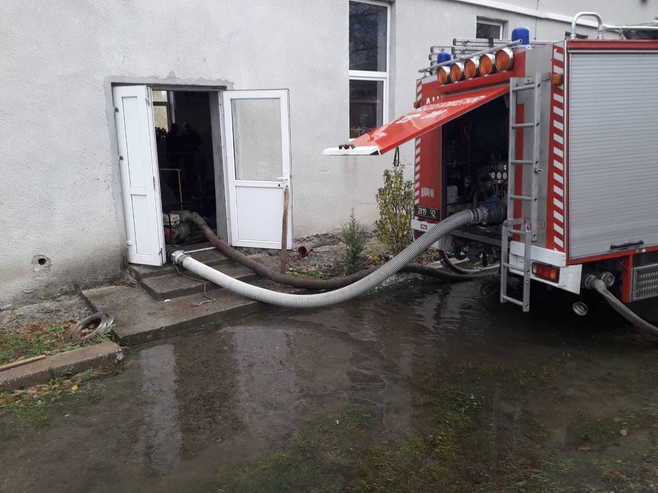 Рятувальники здійснюють підвіз води для потреб ужгородців (ФОТО), фото-1