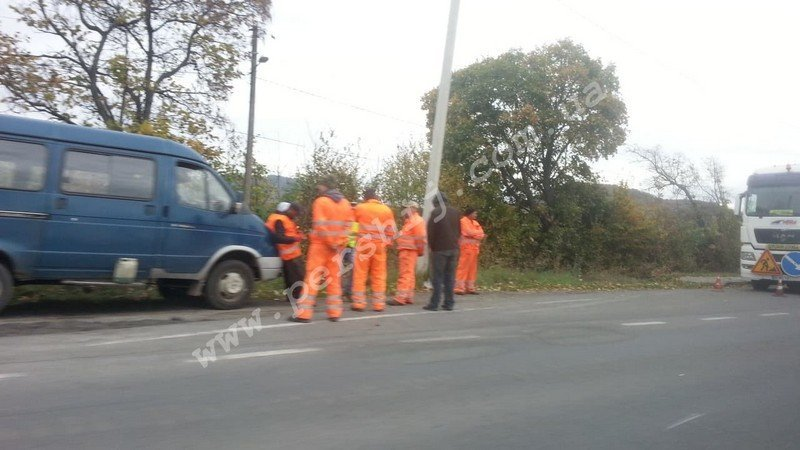 До уваги водіїв: На трасі між Ужгородом та Мукачевом утворився чималий затор (ФОТО), фото-3