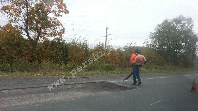 До уваги водіїв: На трасі між Ужгородом та Мукачевом утворився чималий затор (ФОТО), фото-4