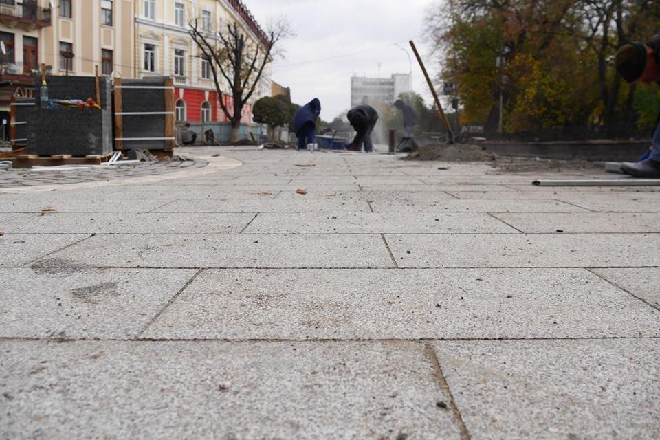 В Ужгороді площу Петефі продовжують викладати бруківкою (ФОТО), фото-4