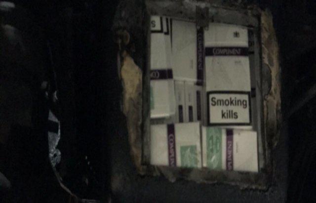 """Закарпатські прикордонники зловили на кордоні дві автівки, """"нашпиговані"""" контрабандними цигарками (ФОТО), фото-1"""