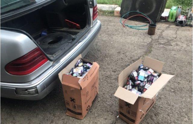 """Закарпатські прикордонники зловили на кордоні дві автівки, """"нашпиговані"""" контрабандними цигарками (ФОТО), фото-3"""