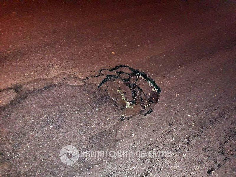 """Через яму на """"відремонтованій"""" Шумній в Ужгороді в автомобіля погнуло колесо (ФОТО, ВІДЕО), фото-2"""