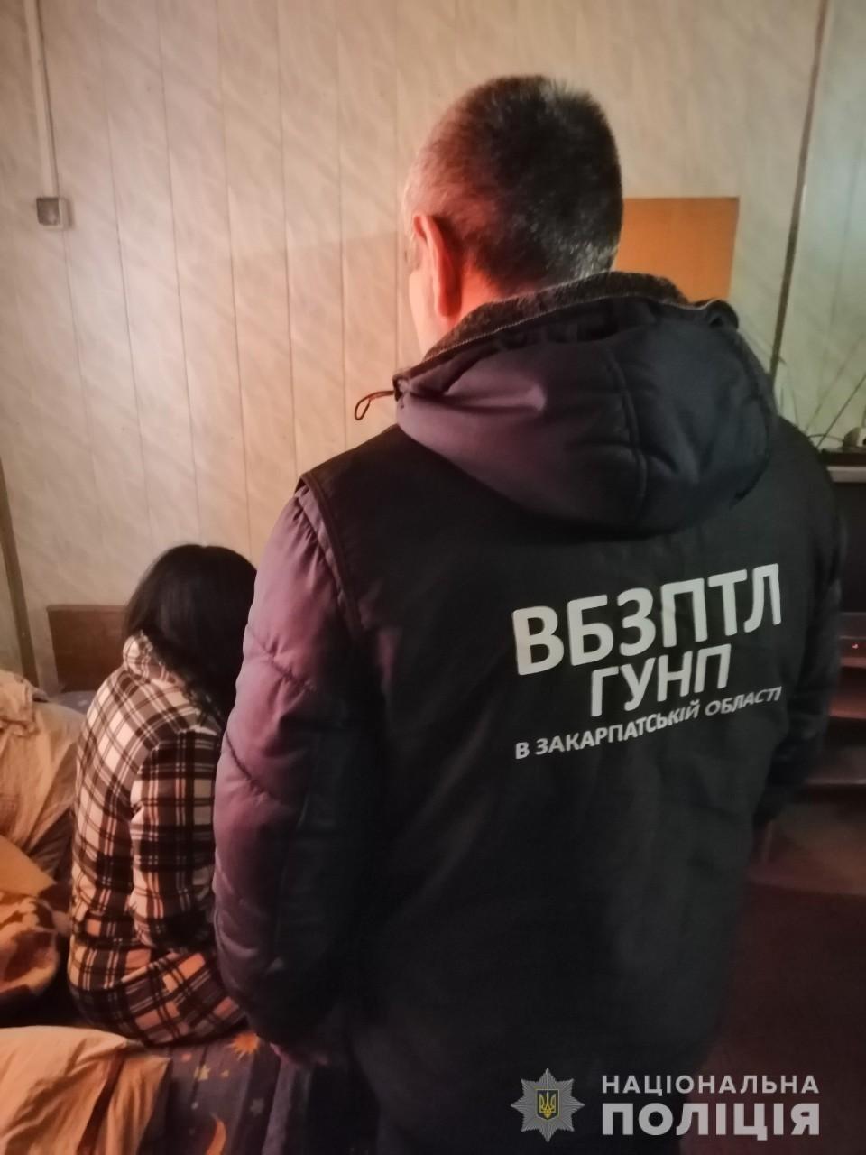 """Біля Ужгорода """"на гарячому"""" затримали 39-річну сутенершу та її підопічну (ФОТО), фото-2"""