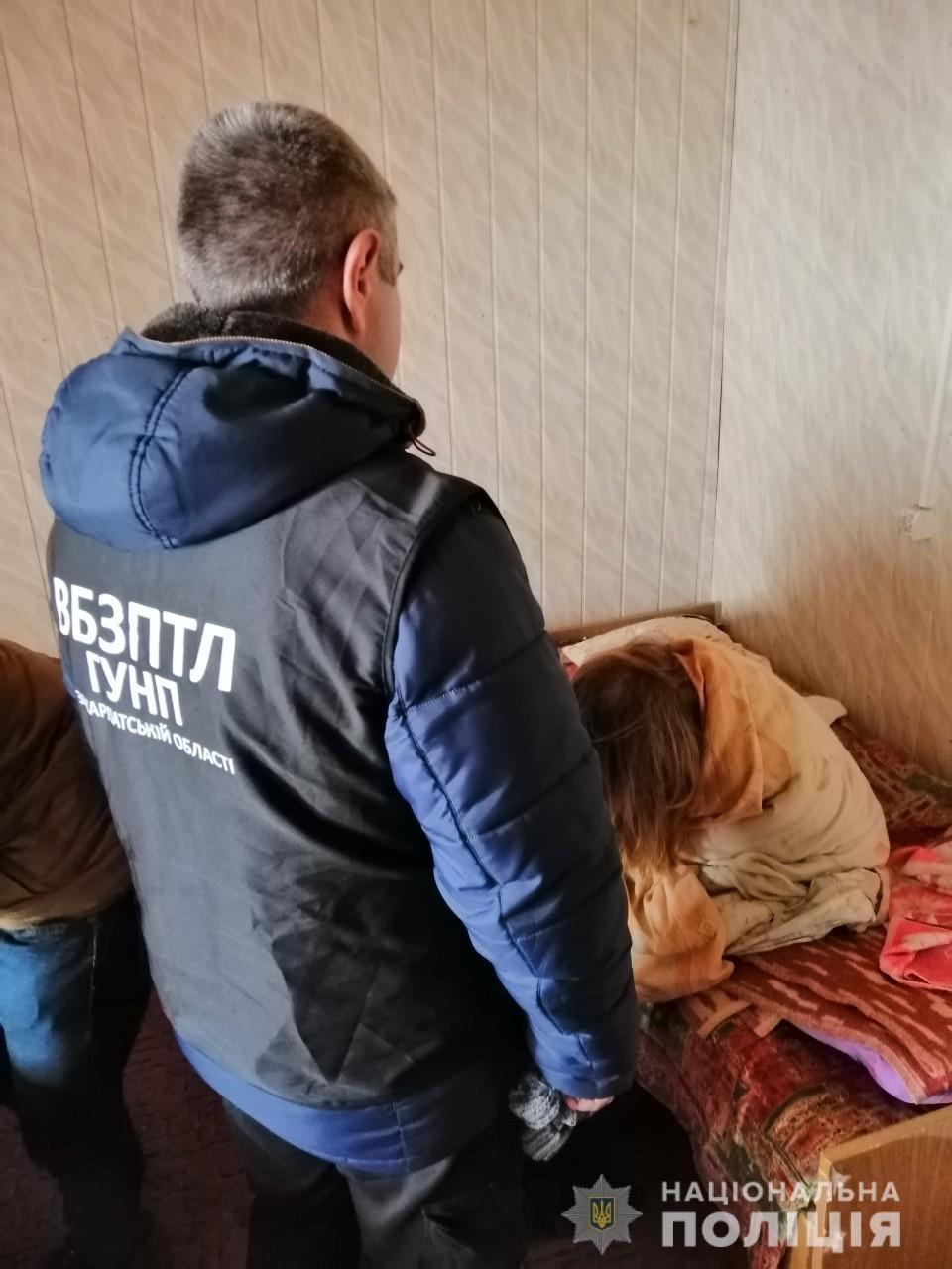 """Біля Ужгорода """"на гарячому"""" затримали 39-річну сутенершу та її підопічну (ФОТО), фото-1"""