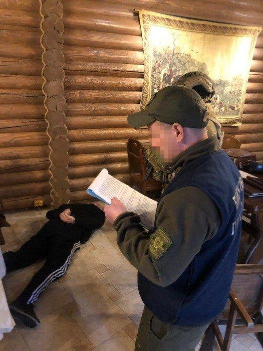 """Фото 2 - Наркодилер на Закарпатті намагався купити СБУ-шника за 20 тисяч доларів - за кришування """"бізнесу"""" (ФОТО)"""