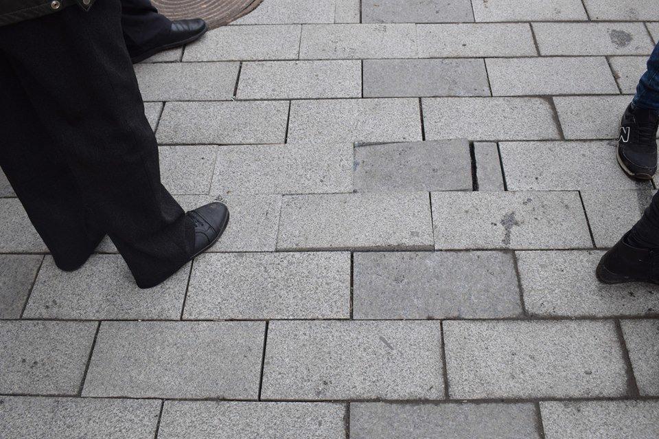 В Ужгороді комісія обстежила тротуари на Корятовича та зобов'язала підрядника усунути недоліки (ФОТО), фото-1