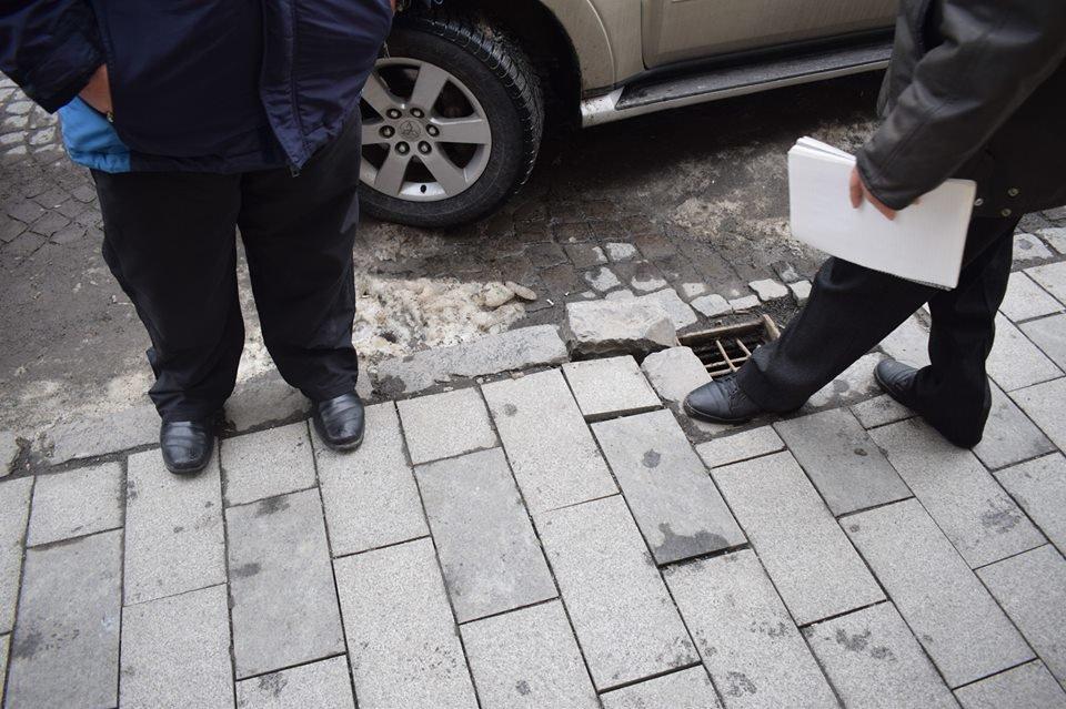 В Ужгороді комісія обстежила тротуари на Корятовича та зобов'язала підрядника усунути недоліки (ФОТО), фото-3