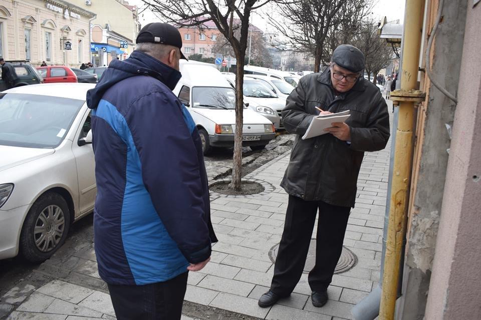 В Ужгороді комісія обстежила тротуари на Корятовича та зобов'язала підрядника усунути недоліки (ФОТО), фото-4