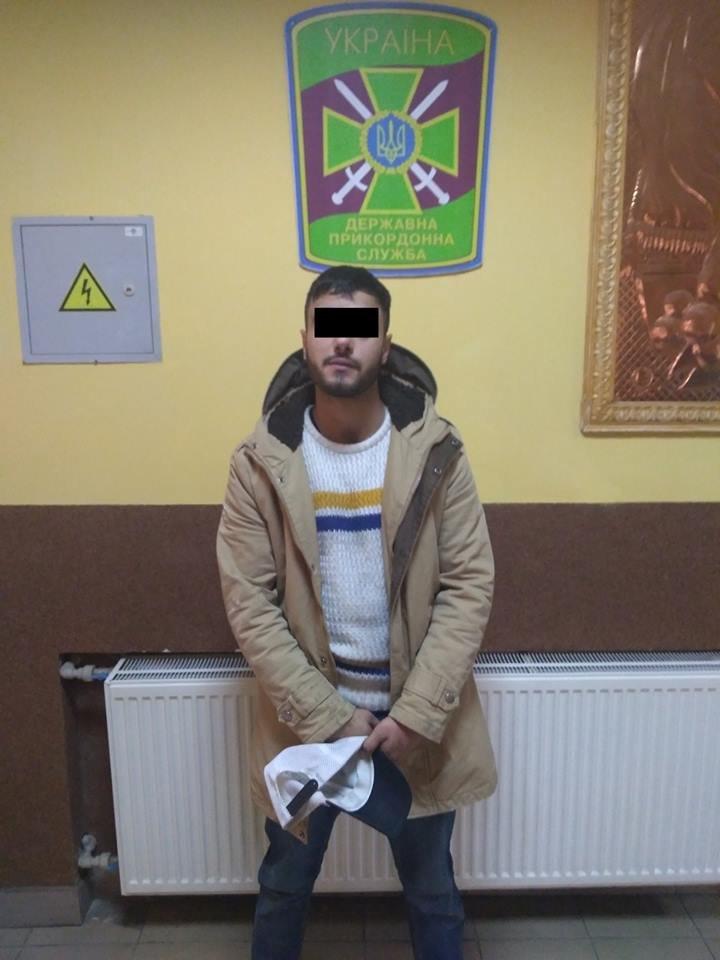 Йорданець, який назвався студентом вишу в Ужгороді, намагався відкупитись хабарем від прикордонників (ФОТО), фото-1
