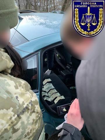 На Закарпаттi затримали прикордонницю, яка за хабарі допомагала контрабандистам (ФОТО), фото-2