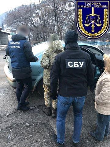 На Закарпаттi затримали прикордонницю, яка за хабарі допомагала контрабандистам (ФОТО), фото-1