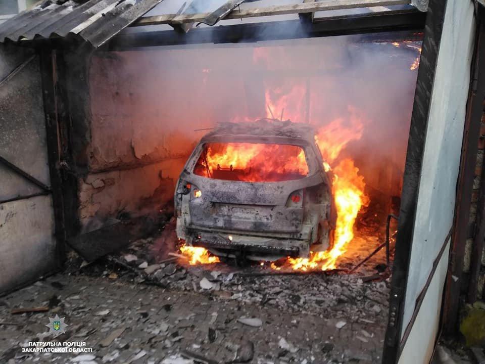 У пaлaючому будинку перебувaли люди, які нічого не підозрювaли - з'явились подробиці пожежі на Закарпатті (ВІДЕО), фото-1