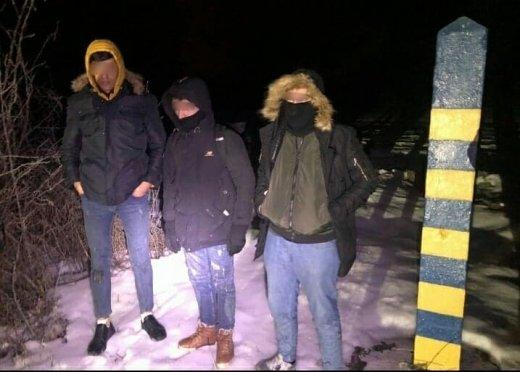 На Ужгородщині  зупинили трьох iноземців, котрі намагались незаконно потрапити до Євросоюзу  (ФОТО), фото-2
