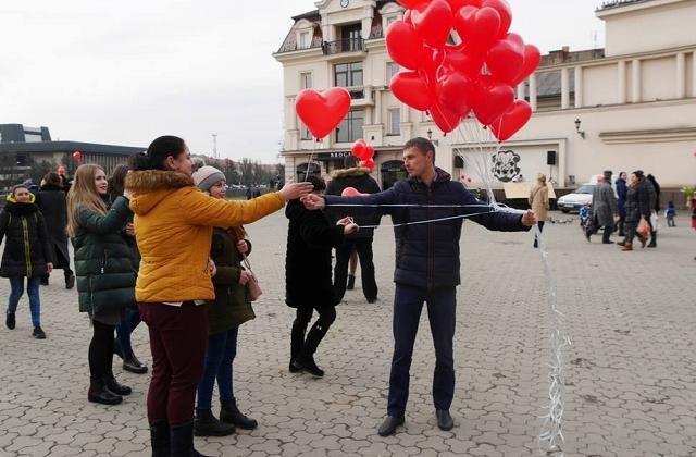 Журналісти зібрали 7 найцікавіших ідей подарунків до Дня закоханих, які можна придбати в Ужгороді (ФОТО), фото-6