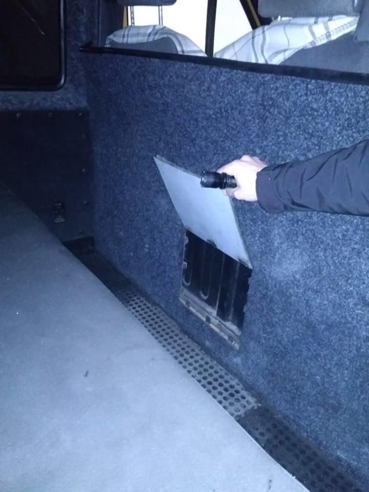 """На КПП """"Малий Березний"""" в авто прикордонники виявили два сховки, у одному - контрабанду (ФОТО), фото-2"""