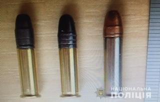 У Мукачеві поліція затримала двох чоловіків з боєприпасами (ФОТО), фото-1