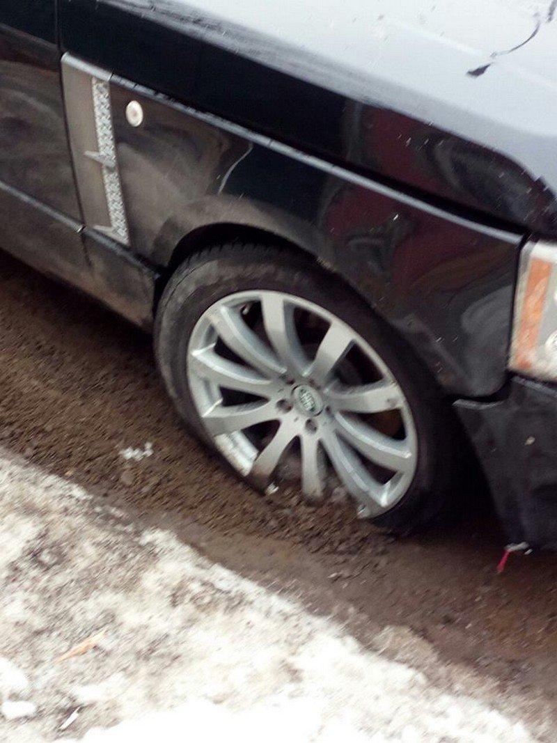 """Закарпатські полісмени затримали """"мажора"""" на Range Rover, котрий автівкою понищив сакури та втік з місця ДТП (ФОТО), фото-2"""