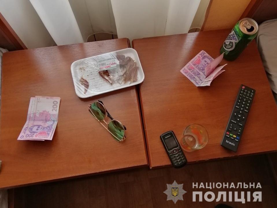Інтернет-знайомства по-закарпатськи: Дві жінки з Ужгорода потрапили до рук поліції за проституцію, фото-2